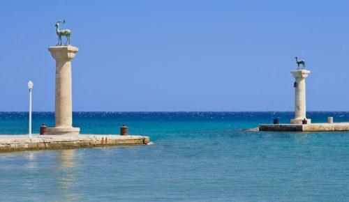 il-colosso-di-rodi-–-una-delle-sette-meraviglie-del-mondo-antico-statues-of-deers-in-harbor-of-rhodes-city-rhodes-island-greece-113-55b0